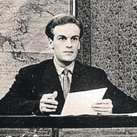 Самый первый выход в эфир будущей легенды советского ТВ Игоря Кириллова. Обратите внимание: новости читали на фоне школьной карты мира.