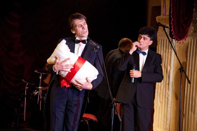 Как все великие актеры, Евгений Чепурняк (справа) вкладывает в свои образы кусочек сердца.