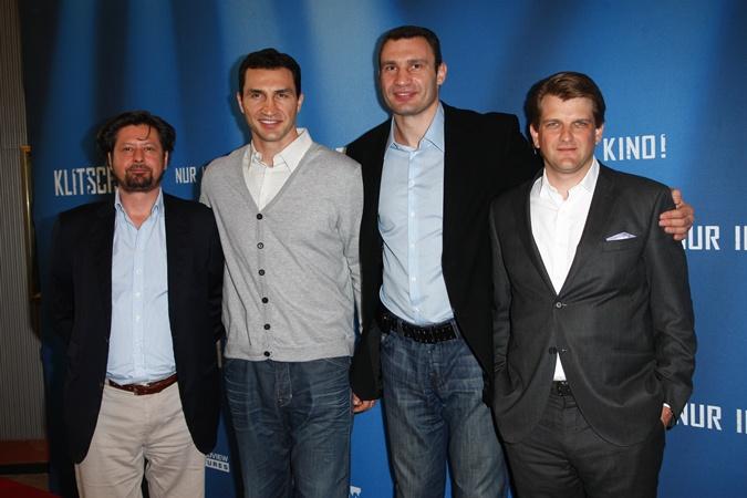 Братья с авторами ленты. Фото пресс-службы Кличко