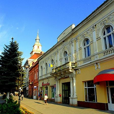 Улочка в Берегове - «маленькая Венгрия в Украине».