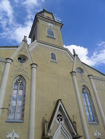 Протестантская церковь: несмотря на то что службы здесь проводят только на венгерском, на них приходят самые разные люди. В первую очередь, послушать орган.