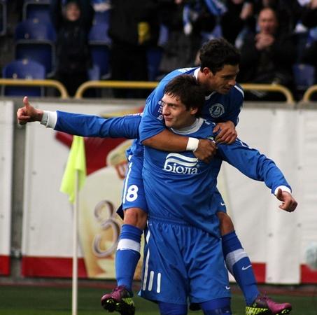 Теперь у Евгения 15 мячей, забитых в 21-м матче. Фото КП.