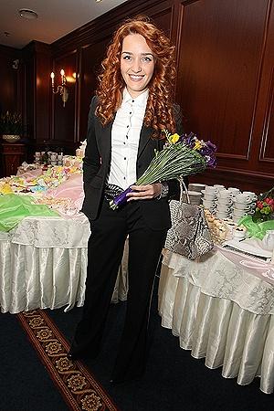 Теперь на тусовки бывшая жена Александра Пономарева ходит одна.