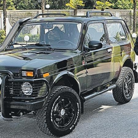 Владимир Путин в 2009 году тоже приобрел машину - «Ниву». Но, кроме нее, у российского премьера еще две «Волги».