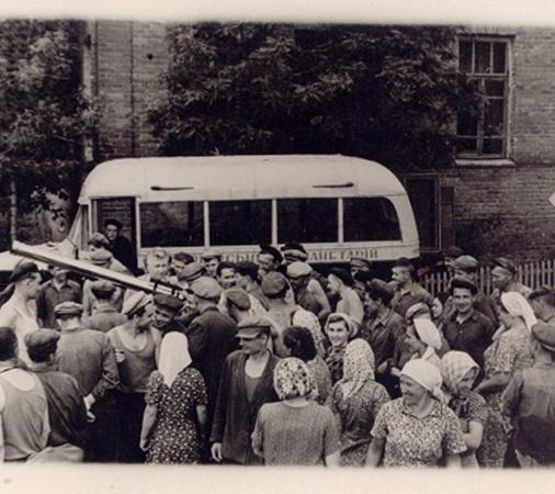 13 апреля 1961 года в Харькове сотни людей слушали лекции планетария и выстраивались в очереди к телескопу.