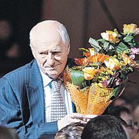 У худрука «Ленкома» хватает иронии и самоиронии, чтобы относиться к подобным торжествам правильно. Фото Михаила Фролова.