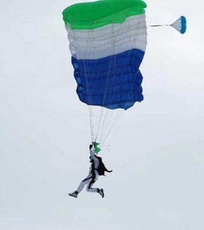 Прыжки с парашютом относятся к наиболее опасным видам спорта.