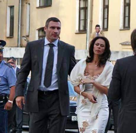 В Санкт-Петербург Кличко прилетел вместе с супругой Натальей.
