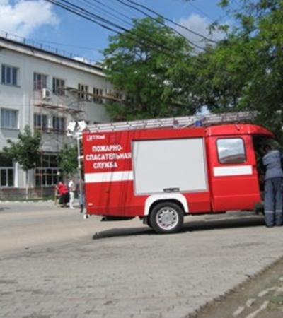 К зданию примчались МЧСники и милиция
