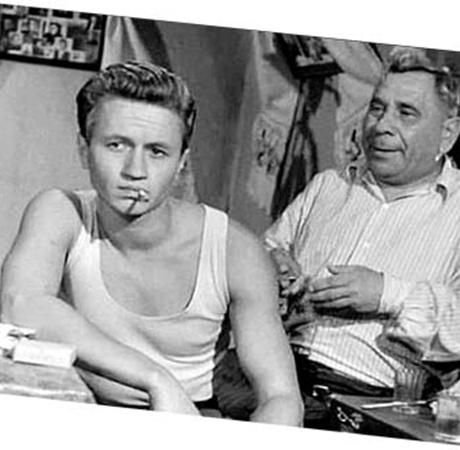 Актер Яковченко, сыгравший отца Максима, любил выпить. Поэтому к нему приставили человека, следившего за ним целыми днями.