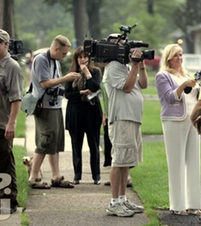 Сосед Синтии и Ричарда Мерфи дает интервью местному телевидению.