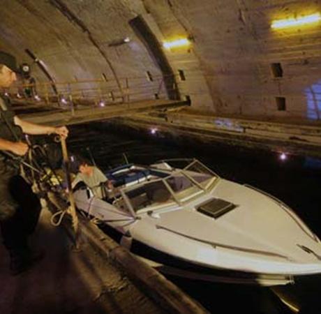 Один из эпизодов картины снимался на бывшей секретной базе советских подводных лодок.