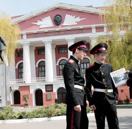«Суворовцы» учились не только военной науке, но и дедовщине.