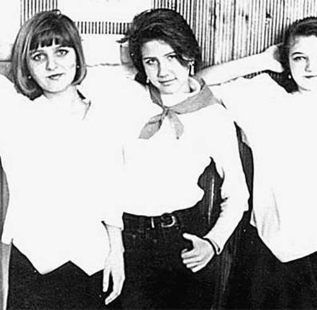Анечка Кущенко (в центре) успела поносить пионерский галстук, учась в волгоградской школе.