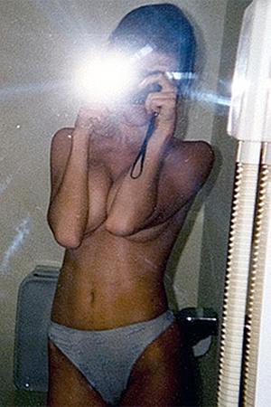 Автопортрет Анны Чапман в зеркале.