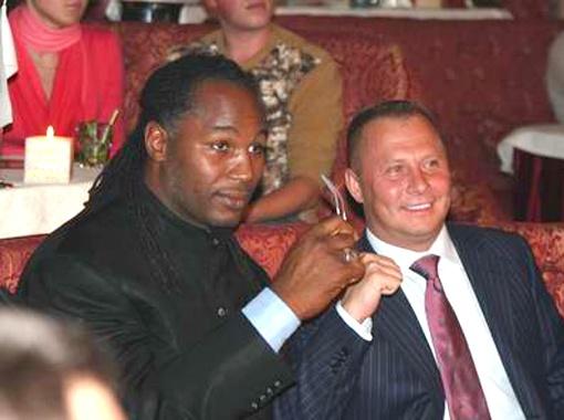 В 2005 году Николай Лисин организовал приезд в Киев легендарного боксера Леннокса Льюиса.