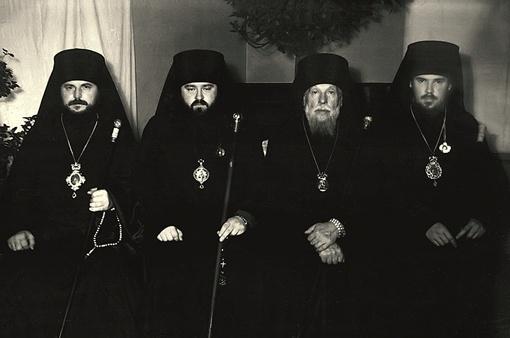 Никодим (крайний слева) полстолетия назад, 3 сентября 1961  года, посвящал в епископы 32-летнего Алексия, ставшего потом патриархом  Московским и Всея Руси