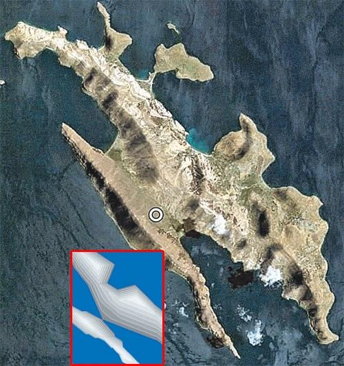 Остров Солнца. Внизу слева - рисунок острова, полученный из матрицы календарного послания. Вверху - этот остров на карте мира. Кружком помечено место хранения «капсулы времени».