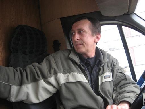 Иногда бывает, что машина полная, а касса пустая, - жалуется Олег Кравченко. Фото автора.