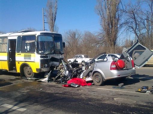 Удар был такой силы, что автобус восстановить уже не удастся.