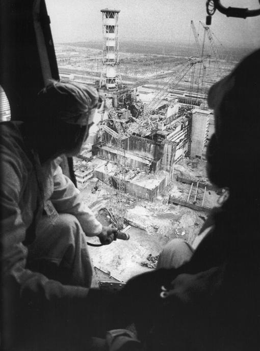 Этот пейзаж знаком Владимиру Слободенюку до мельчайших подробностей - в 1986-м он много раз летал над станцией на вертолете.