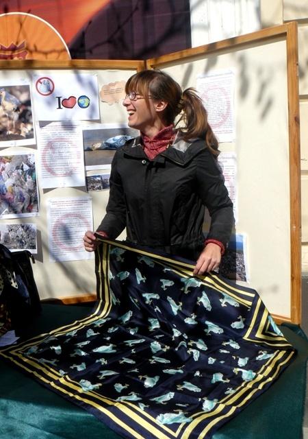 Обычный платок превращается в стильную сумочку.