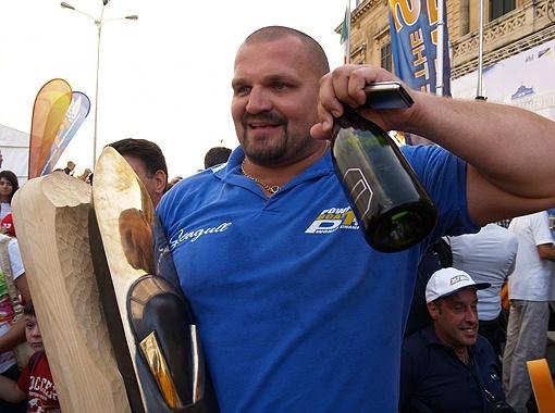 Василий Вирастюк: - В такой день можно и по  шампанскому ударить! Фото УНИАН.