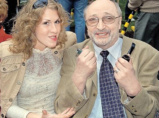 Козаков с последней женой - Надеждой Седовой. В прошлом году они развелись, и Михаил Михайлович вернулся к предыдущей супруге Анне Ямпольской.