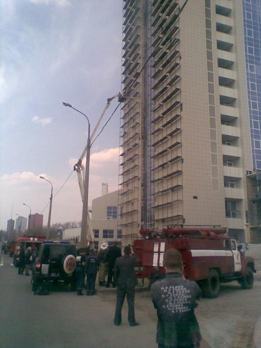В центре Донецка горит элитная гостиница. Фото: 62.