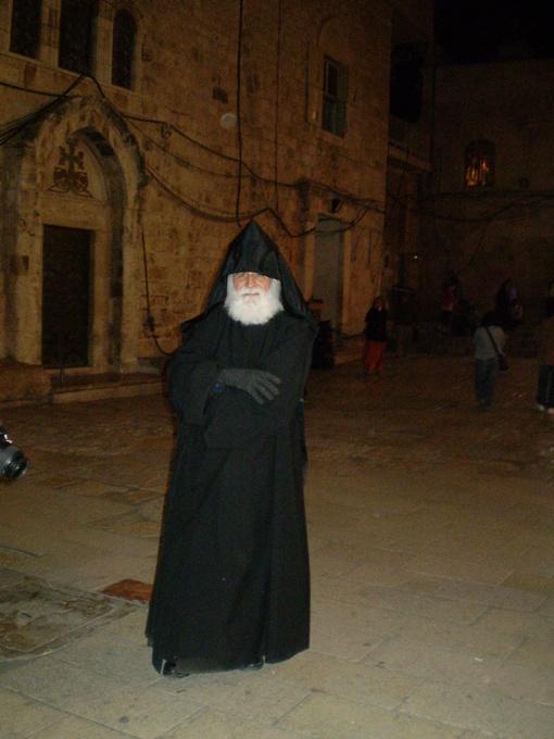 Как далек отец Самвел от роскоши, которой окружена церковная элита…