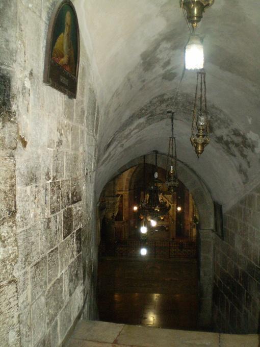 Подземная церковь храма Гроба Господня видела еще крестоносцев.