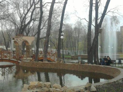 26 апреля в парке имени Щербакова уже вовсю гремел грохот воды. Фото: Алена Финько.