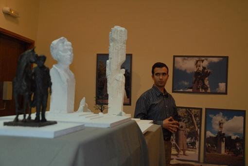 Борис Крылов презентовал 3 варианта монументов.