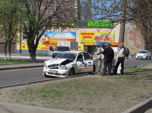 Один из автомобилистов работал в режиме такси. Фото: 0629.