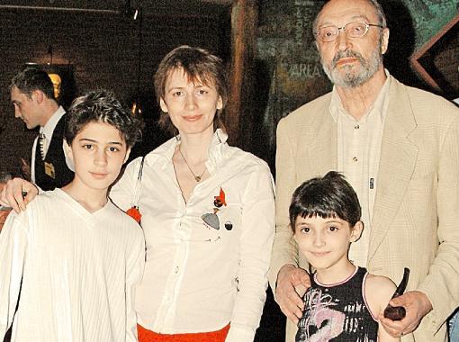 С четвертой женой Анной и детьми Мишей (слева) и Зоей.
