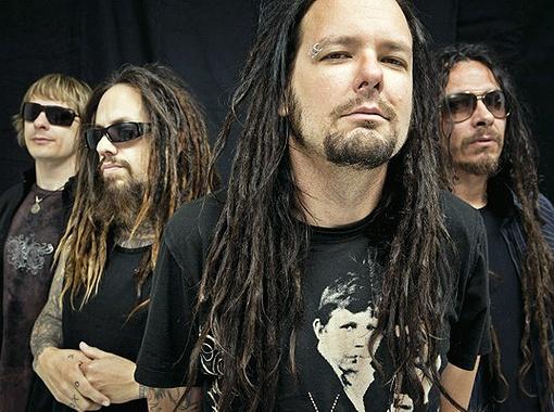 Korn, пока не начали играть, кажутся довольно смирными. Фото предоставлено агентством «Аншлаг».