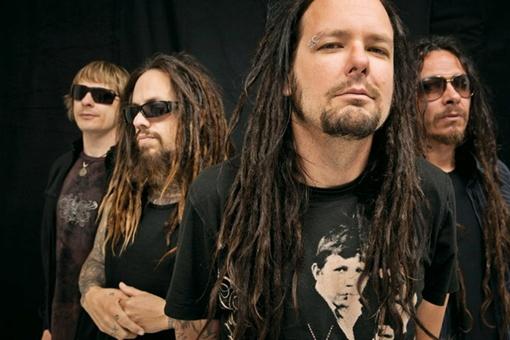 Korn, пока не начали играть, кажутся довольно смирными. Фото предоставлено агентством «Аншлаг»