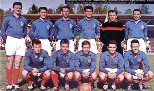 Сборная Франции образца 1958 года. Второй слева в нижнем ряду - знаменитый Жюст Фонтен, забивший на одном чемпионате за 6 матчей мира 13 мячей! Фото kp.ua