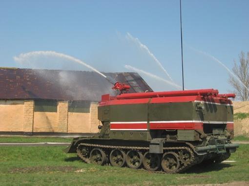 Пожарные танки в деле. Именно такая техника понадобится, если, не дай Бог, в Балаклее повторится лозовская история.
