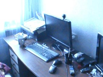 За этим компьютером мамочка и продавала клиентам фото с голыми детьми. Фото: ОСО УМВД Украины в Черкасской области