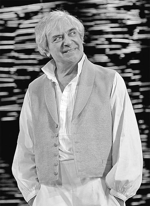 Его герой Иван Иванович по повести Гоголя «Как поссорились...» возносится до вершин подлинного драматизма. Это была последняя роль актера.