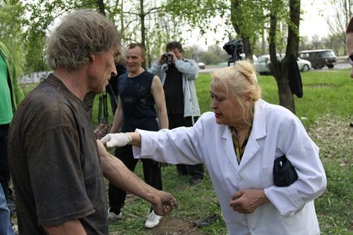 Фельдшер, присутствующая на захоронении, диагноз поставила сразу - психически болен. Фото: Павел Колесник.