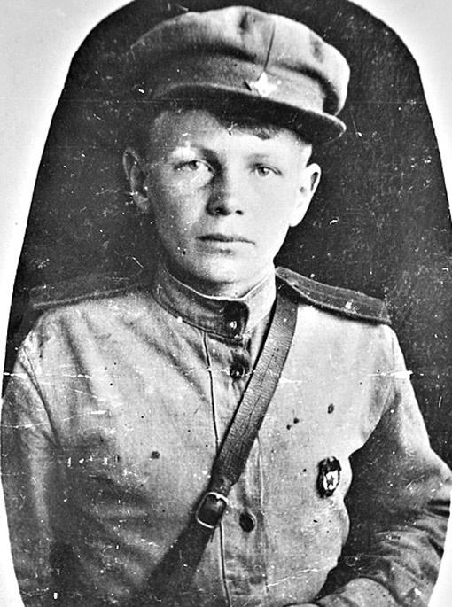 1943 год. Пете Филоненко 13 лет. Фото сделал известный военный кинодокументалист Роман Кармен.