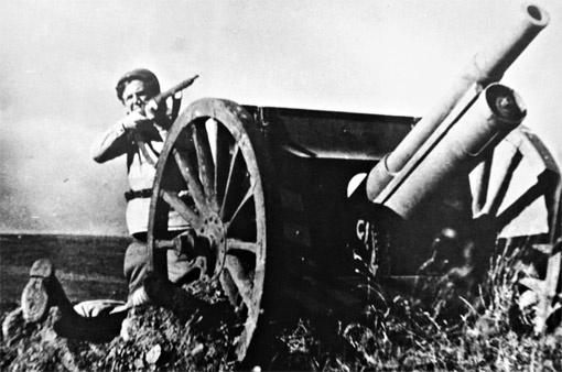 Кадр из фильма «Бумбараш». Роль безымянного красноармейца-артиллериста.