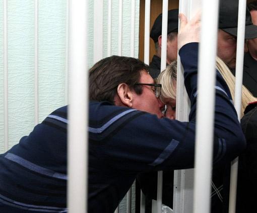 Супруга экс-министра уверяет, что все последние дни Юрий Витальевич пил только воду и чай.