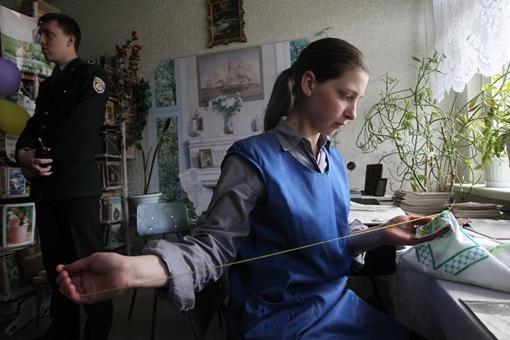 На свободе Оля иголку с ниткой в руках не держала. А за решеткой стала одной из лучших вышивальщиц.