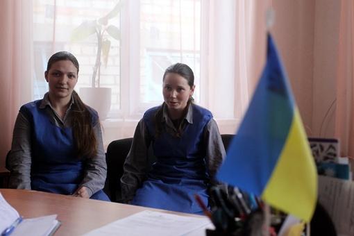 Юлю и Марину осудили за убийства. После шести лет в клетке они надеются начать новую жизнь.