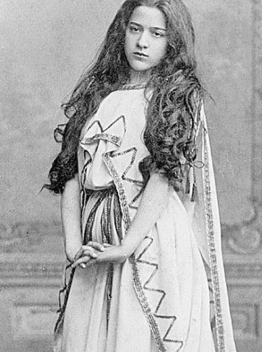 Бабушка Михаила Боярского Екатерина Николаевна каждый день посылала сыновьям на фронт письма с молитвами.