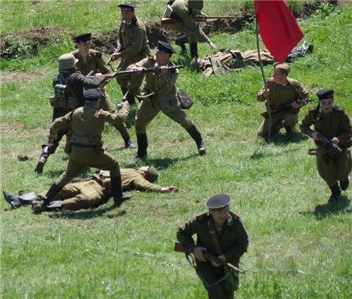 В Севастополе устроили битву на Сапун-горе фото 2