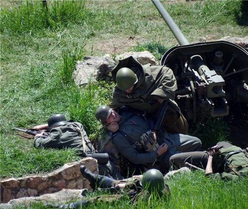 В Севастополе устроили битву на Сапун-горе фото 3